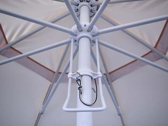 Dvižni sistem z vgrajenim ročajem